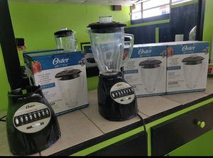 Oster blenders - 1 base 2 glas pitchers for Sale in Winter Springs, FL