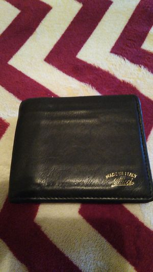 Gucci bifold wallet for Sale in Lakewood, OH