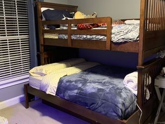 Haverty's Full Size Bunk Bed With Trundle And Mattresses for Sale in Laurel,  MD