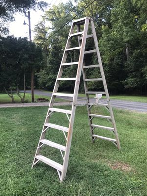 10 foot aluminum ladder in excellent condition double rise for Sale in Charlotte, NC