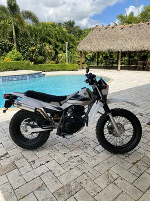 2004 YAMAHA TW200 DUAL SPORT WITH ONLY 1900 milles for Sale in Miami, FL
