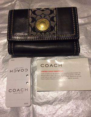 Coach Women's Leather Wallet for Sale in New York, NY