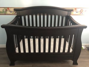 Baby bedroom set (crib and dresser- changing table) - Mattress included for Sale in Acworth, GA