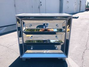 Mirrored Chest with 3 Drawers for Sale in Pico Rivera, CA