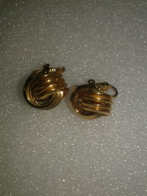 Earrings vintage clip on for Sale in Miami Gardens, FL