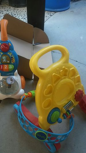 Free baby toys for Sale in Perris, CA