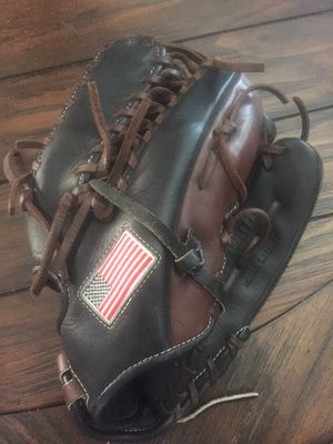 Worth Liberty Advance Baseball / Softball Glove for Sale in Waterford, CA