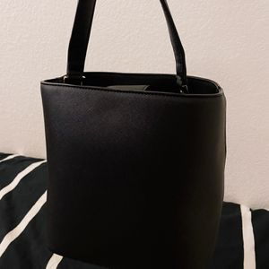 Black Bucket Bag with Chain for Sale in Fontana, CA