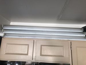 3x fluorescent light fixtures with bulbs 4 ft for Sale in Sandy, UT