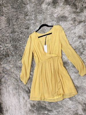 NWT SAGE THE LABEL PALE YELLOW WRAP DRESS SIZES: (XS/S) for Sale in Whittier, CA