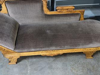 ANTIQUE VICTORIAN EASTLAKE FAINTING SOFA/CHAISE EXCELLENT CONDITION (1800S) 75WX24DX12 (SEAT HEIGHT) for Sale in Cleveland,  OH