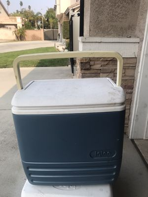 Igloo MaxCold Cooler for Sale in Corona, CA