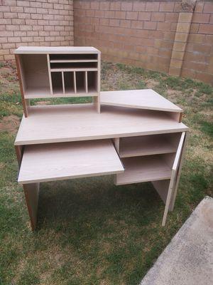 bonito mueble para la computadora for Sale in Colton, CA