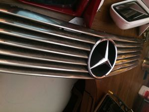 Mercedes OEM CHROME R129 front grill $175 for Sale in Las Vegas, NV