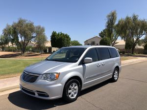 2012 Chrysler Town & Country Touring 3.6L DVD Backup camera for Sale in Gilbert, AZ