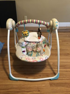 FREE music electric swing chair infant baby for Sale in Clarksville, TN