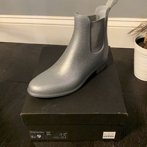 J Crew Chelsea Rain Boots for Sale in Raleigh, NC