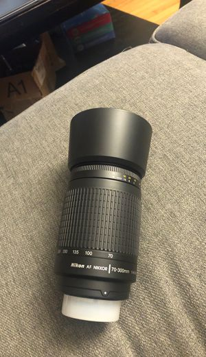 Nikon 70-300 mm f/4-5.6G Zoom Lens with Auto Focus for Nikon DSLR Cameras for Sale in Dearborn Heights, MI