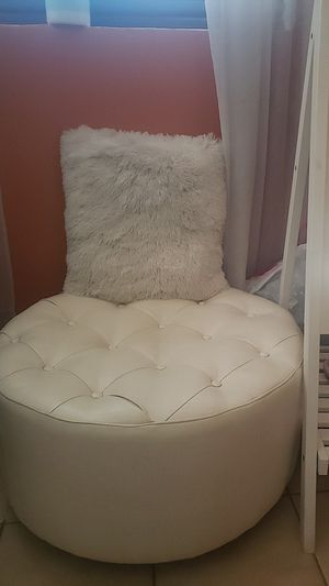 White fluffy accent pillow and faux leather ottoman for Sale in Miami, FL