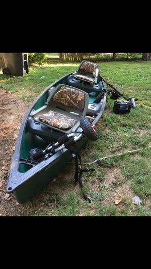 14' Field and Stream Canoe with Trolling Motor, 2 Folding Venture Seats, and Kayak/Canoe Carrying Cart. for Sale in Midlothian, VA