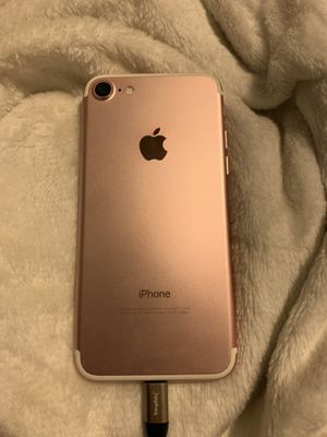 iPhone 7 32gb(unlocked) for Sale in Milford, MA