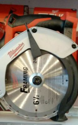 MILWAUKEE M18 CIRCULAR SAW 6-1/2 CORDLESS TOOL ONLY SOLO LA HERRAMIENTA for Sale in Riverside,  CA