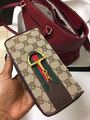 Gucci wallet for Sale in Hartford, CT