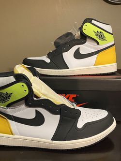 """Air Jordan Retro 1 """"Volt"""" - Size 11 DEADSTOCK/NEW for Sale in Chicago,  IL"""