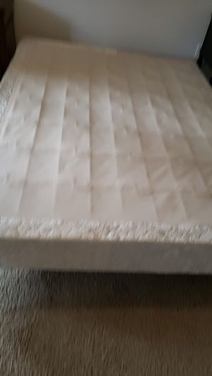 FREE QUEEN BOX SPRING for Sale in Vancouver, WA