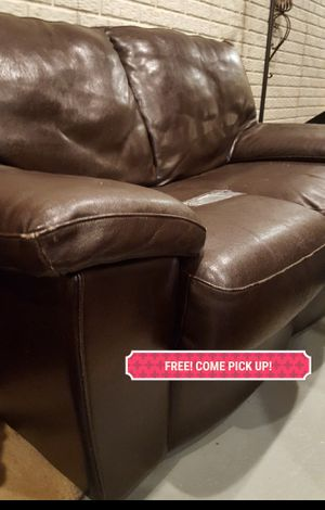 FREE !! Leather Loveseat. FREE!! COME PICK UP! for Sale in Pataskala, OH