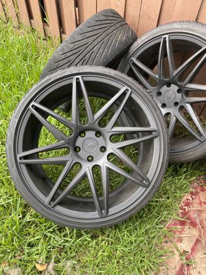 Rims 22'' 5 With Tires Mate Black for Sale in Miami, FL