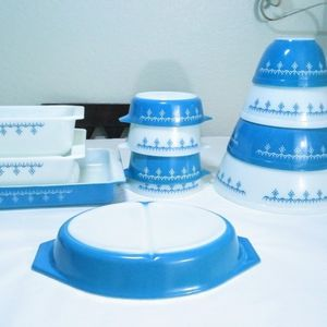 Pyrex Snowflake Garland Bowls Baking Dishes for Sale in San Dimas, CA