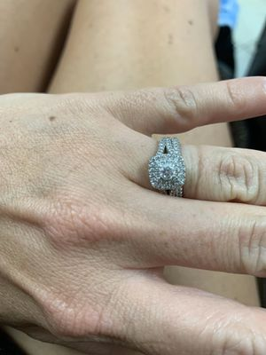 1 carat certified diamond ring and wedding band for Sale in Shalimar, FL