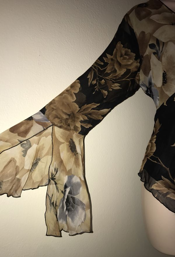 MOVING & CLOSEOUT SALE !!! New because floral fall blouse for sale !!!