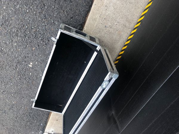 Heavy Duty DJ equipment Box perfect for 2 turn tables phonograph or 2 amps . Clasp work perfect
