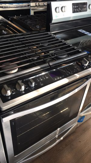Whirlpool Slide In Gas Stove for Sale in Los Angeles, CA