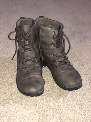 Boots (combat style)-size 8 for Sale in Yelm, WA