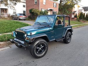1998 jeep wrangler AUTOMATIC 153k miles 6 cylinder for Sale in Hartford, CT