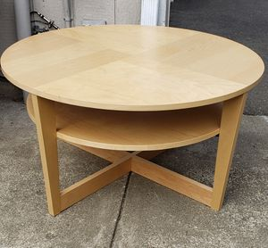 Nice round coffee table for Sale in Olympia, WA