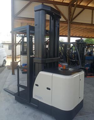 2010 CROWN ORDER PICKER FOR SALE for Sale in Chino, CA