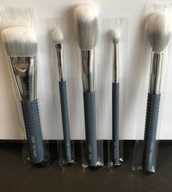 5 Piece Makeup Brush Set In Blue By Laruce for Sale in San Diego,  CA