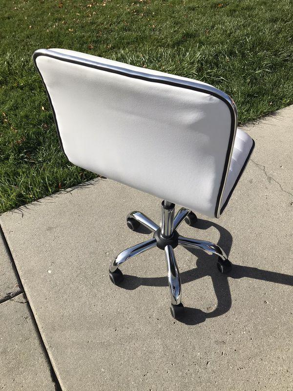 New bar stool ajustable $50 cash
