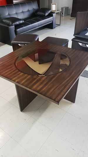 LOW PRICED COFFEE TABLE AND STOOLS for Sale in Tampa, FL