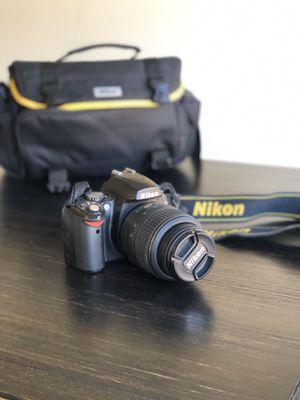 Like-new Nikon D40x SLR camera with digital field guide for Sale in Phoenix, AZ