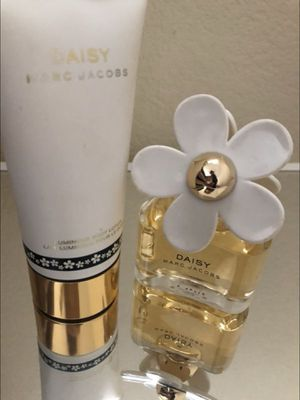 MARC Jacobs Daisy perfume and lotion for Sale in Stockton, CA