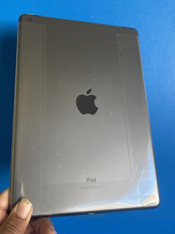 """128GB Apple Ipad 8th Generation (Latest 2020 Model / 10.2"""" Retina ) with New accessories (New / 1 year Apple warranty) for Sale in El Monte,  CA"""