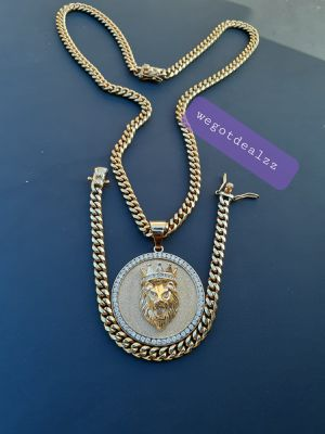 $120.... 14k gold plated cuban link chain pendant and bracelet set..... Shipping 🛫✈️🛬 and delivery🚗💭💭 for Sale in Hollywood, FL
