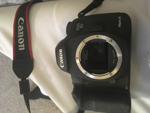 Canon EOS 5D Mark III DSLR Camera (Body Only) for Sale in Minneapolis, MN