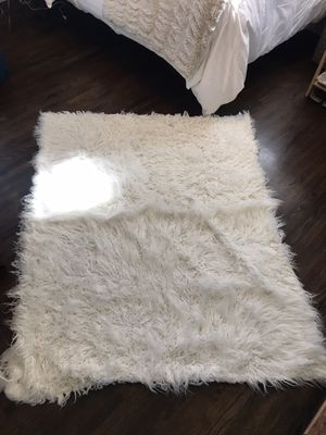 White faux fur throw blanket for Sale in Pomona, CA