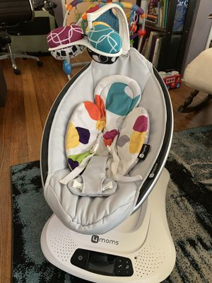 4 moms Mamaroo baby swing for Sale in Long Beach, CA